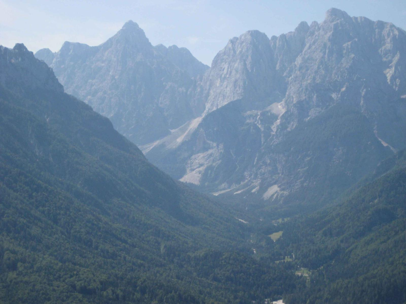 Foto de Kranjska Gora: panorama of the Triglav mountains and Tromeja