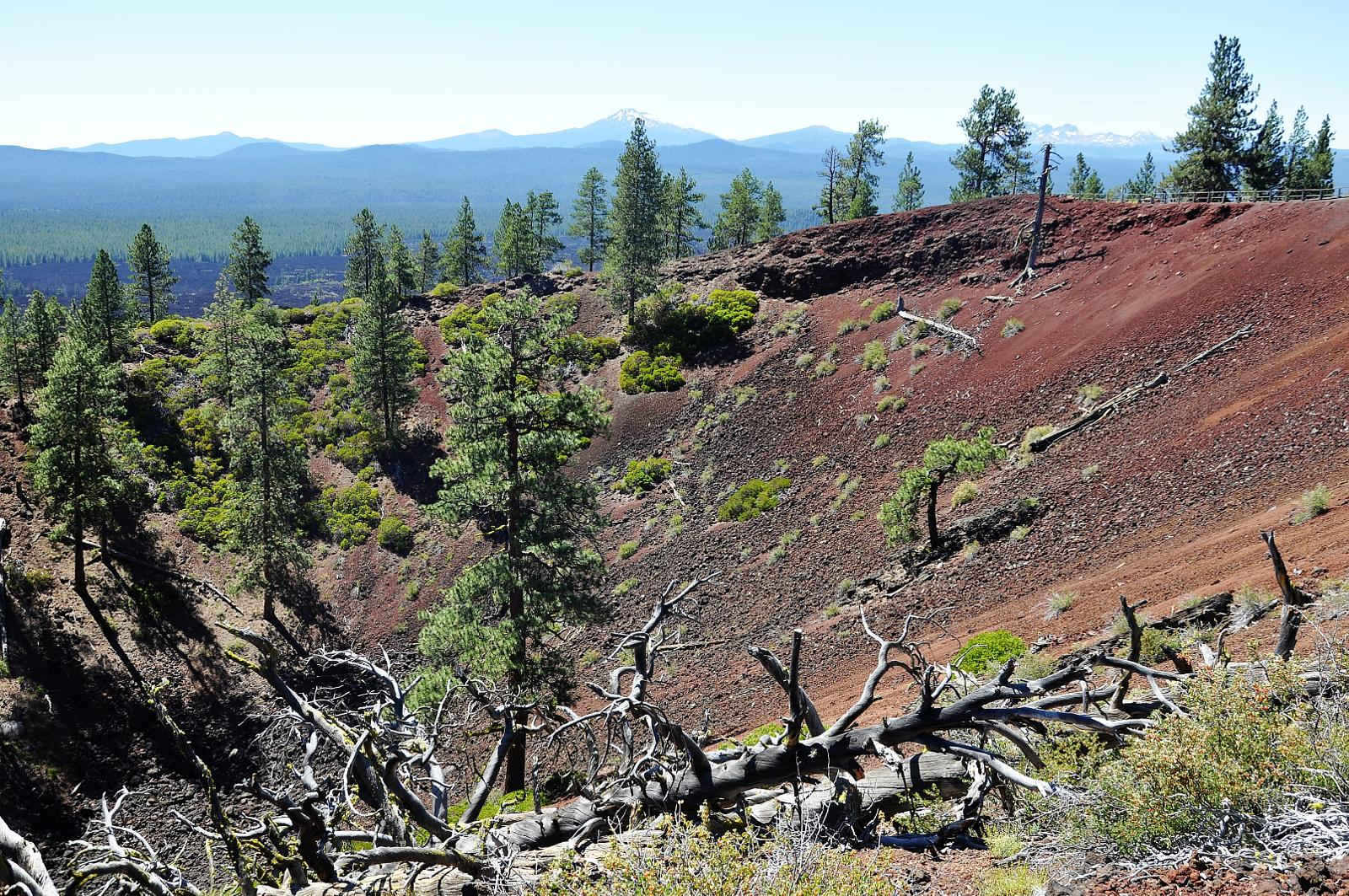 mynd af Lava butte. Newberry National Volcanic Monument
