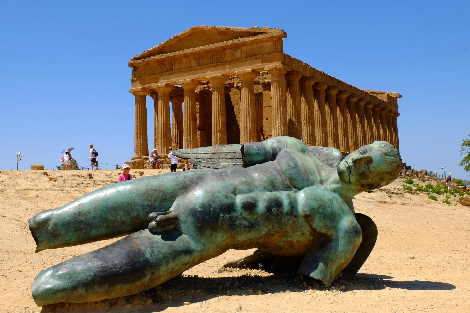 Foto de Valley of the Temples: the archaeological site and the Greek temples at Agrigento (IBP 18 HKG)