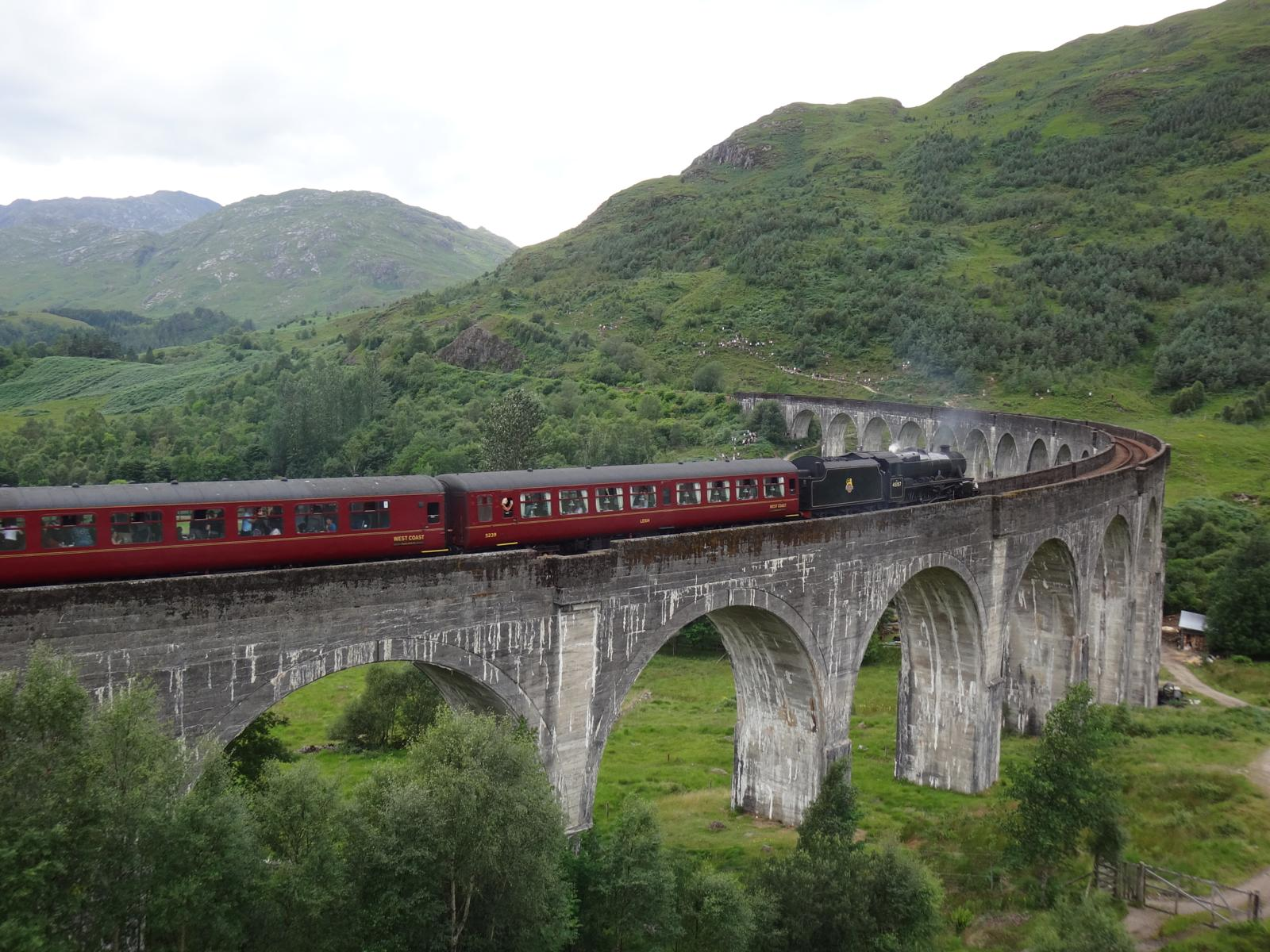 Foto di Glenfinnan viaduct and monument roundtrip 5.5 km