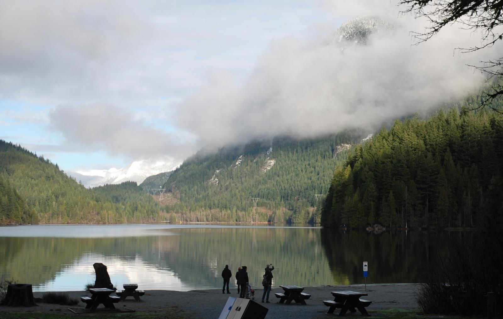 Foto de Buntzen Lake, Port Moody, BC - hike around lake