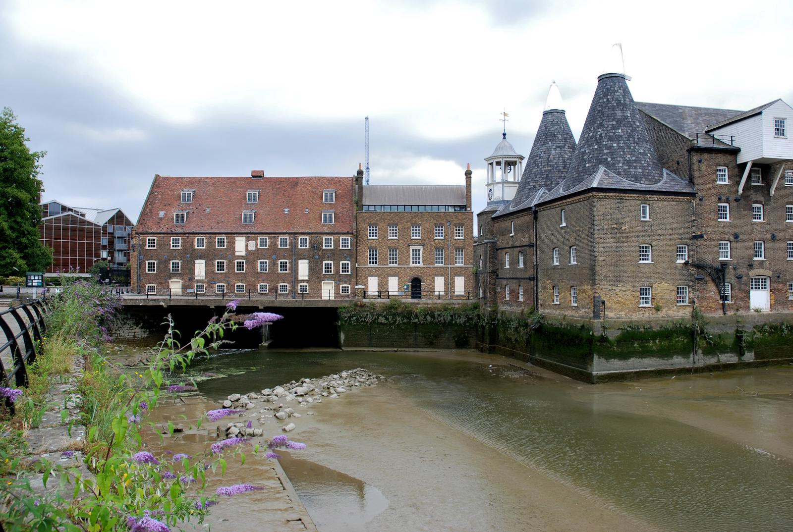 Photo de River Lea, Three Mills, and the Queen Elizabeth 2012 Olympic Site, Stratford, London, England