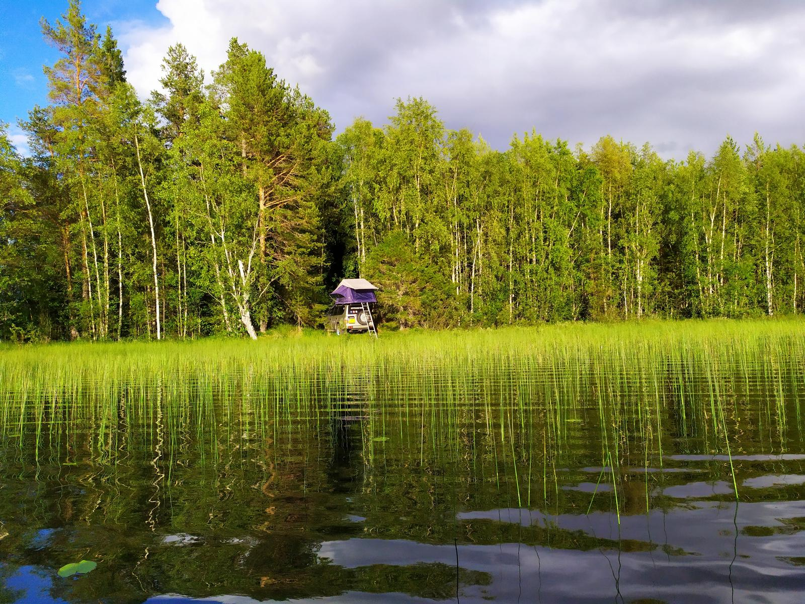 Foto van Wildcamp private lake with boat - Sweden