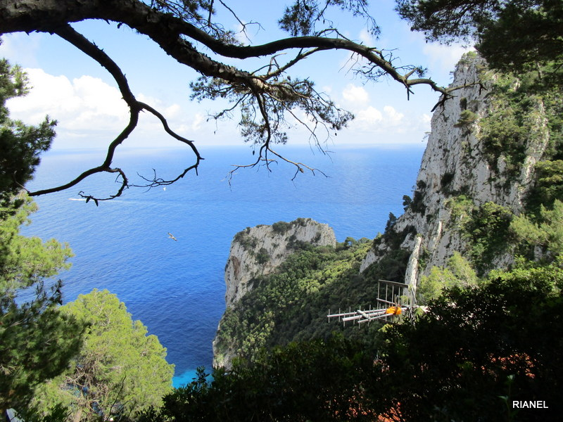 Photo of ILLA DE CAPRI. FINS ARCO NATURALE